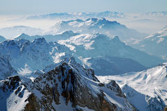 Snow räknade berg i de italienska dolomitesna Royaltyfri Bild