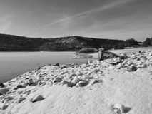 Snow rocky reservoir Stock Photography