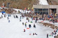 Snow skiers in Whakapapa skifield on Mount Ruapehu Royalty Free Stock Photos
