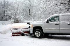 Snow som plogar efter en häftig snöstorm Fotografering för Bildbyråer
