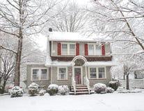 Snow täckt hus Royaltyfri Bild