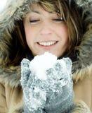 Snowball da terra arrendada da mulher imagem de stock royalty free