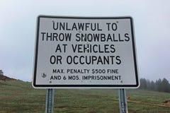 Snowball miotanie podpisuje wewnątrz Cleveland las państwowego, Kalifornia obrazy royalty free