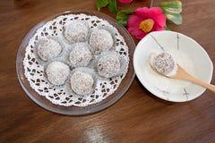 Snowball trufle czekoladowa i kokosowa polewa Zdjęcia Royalty Free