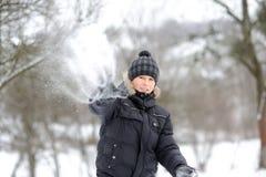 Snowballs мальчика бросая Стоковая Фотография RF