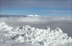 Снежок на саммите горы Стоковые Фотографии RF