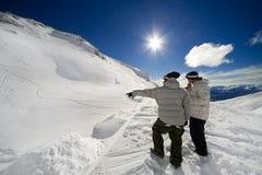 Snowbards e salto imagem de stock