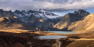 Snowberg de Haizishan con el lago doble Imágenes de archivo libres de regalías