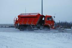 Snowblower αφαιρεί τη διαδρομή Στοκ Φωτογραφία