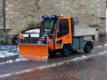 Snowblower αφαιρεί το χιόνι Στοκ φωτογραφίες με δικαίωμα ελεύθερης χρήσης