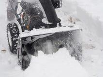 Snowblower στην εργασία για μια χειμερινή ημέρα Στοκ εικόνες με δικαίωμα ελεύθερης χρήσης