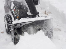 Snowblower på arbete på en vinterdag Royaltyfria Bilder