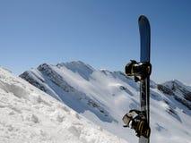 Snowboard d'extrémité de montagnes Photo libre de droits