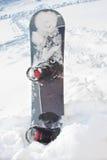 Snowboard dans la neige Image libre de droits