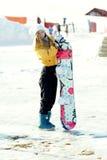 Snowboard de la muchacha. Imagen de archivo