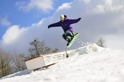 Snowboard in de lucht Stock Fotografie