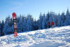 Snowboard in de sneeuw royalty-vrije stock afbeelding