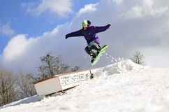 Snowboard in der Luft Stockfotografie