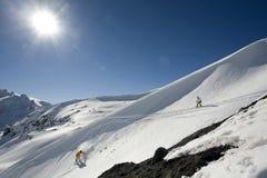 Snowboard freeride in den hohen Bergen stockbilder