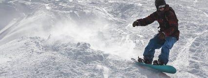 Snowboard freerider op de helling stock afbeelding