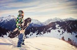 Snowboard i schweiziskt berg Royaltyfri Bild