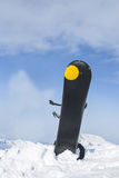 Snowboard im Schnee Stockbilder