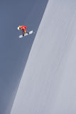 Snowboard jeźdza doskakiwanie na górach Krańcowy snowboard freeride sport Obrazy Royalty Free