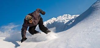 Snowboarder à grande vitesse, vol de neige Photographie stock libre de droits