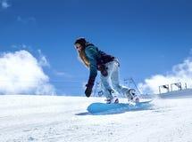 Snowboarder двигая вниз Стоковое Изображение RF