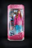 Snowboarder девушки красоты в обруче подарка Стоковая Фотография