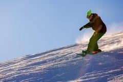 Snowboarder делая сторону пальца ноги высекает Стоковые Фото