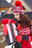 Snowboarder женщины на зимний день наклонов морозный Красивейшее gir Стоковая Фотография RF