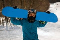 Snowboarder задерживая простую доску Стоковая Фотография