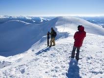 Snowboarder с Splitbord в горах Стоковая Фотография