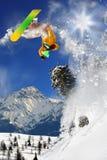 Snowboarder in alta montagna Fotografia Stock