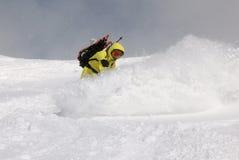 Snowboarder auf dem Hügel lizenzfreies stockfoto