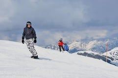 Snowboarder auf dem Piste Stockfoto