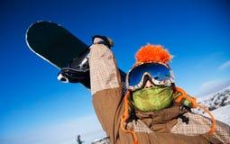 Snowboarder avec le snowboard Image libre de droits
