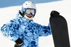 Snowboarder avec le snowboard photo stock