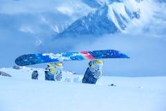 Snowboarder colado na neve profunda Foto de Stock