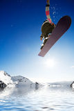 Snowboarder d'Airborn photo stock