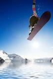Snowboarder de Airborn foto de stock