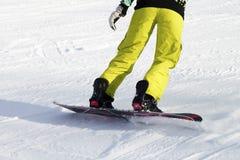 Snowboarder de las piernas, deportes activos Fotos de archivo libres de regalías