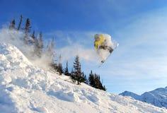 Snowboarder de salto Fotos de Stock