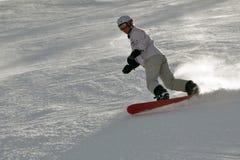 Snowboarder de sexo femenino en nieve del polvo Imagen de archivo libre de regalías