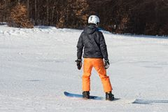 Snowboarder del principiante en un día soleado Imágenes de archivo libres de regalías