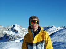 Snowboarder in den Bergen Lizenzfreie Stockfotografie