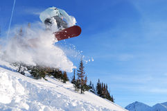 Snowboarder di salto Immagini Stock Libere da Diritti