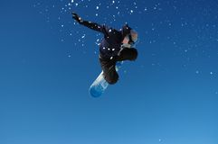 Snowboarder di volo Fotografia Stock