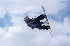 Snowboarder die aan de Totale Strijd 2019 Grandvalira Andorra deelnemen royalty-vrije stock foto's